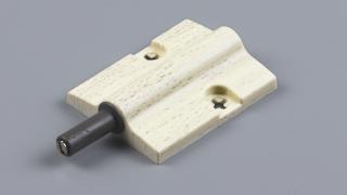 ハンドルレス扉の開閉用に。本体と組み合わせた例。無垢材や突板仕上がりに合います。